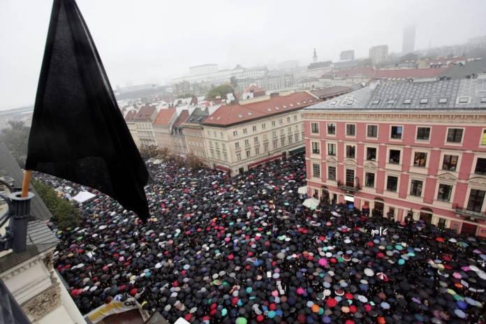 Manifestação da 'segunda-feira negra' em Varsóvia, em outubro de 2016.