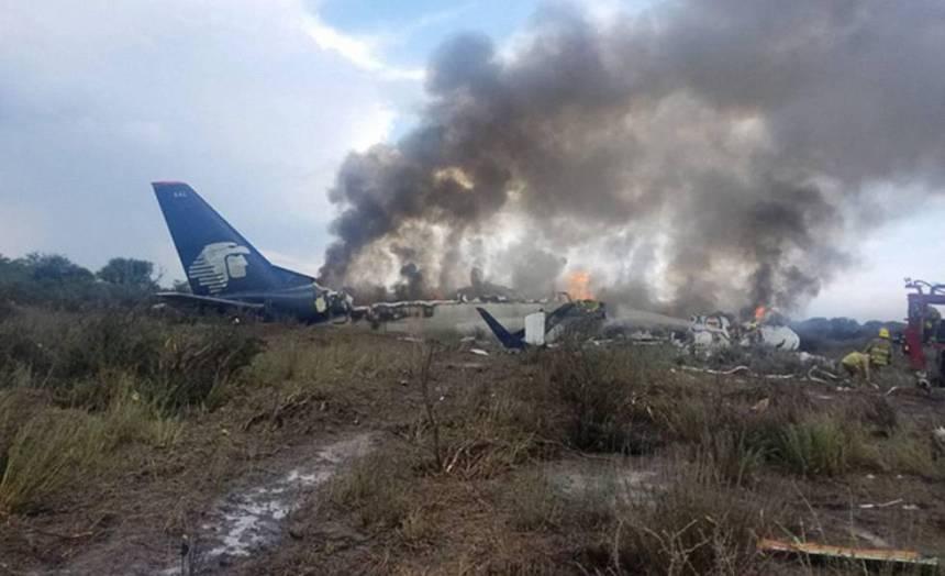 El Embraer de Aeroméxico, poco después del accidente.