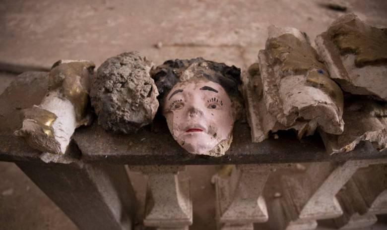 Restos de figuras que decoraban las paredes de la Iglesia de San Vicente Ferrer.