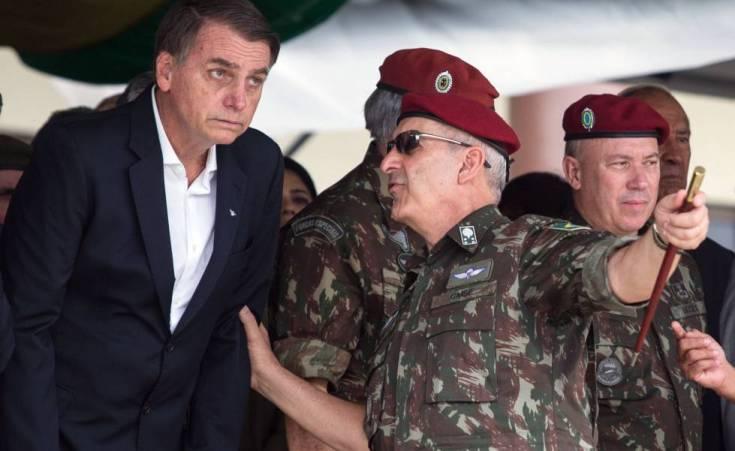 Bolsonaro en cerimonia de graduación de paracaidistas en Río en el sábado.