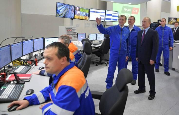 Putin inspecciona la planta de gas natural licuado Yamal LNG durante su inauguración en diciembre de 2017.