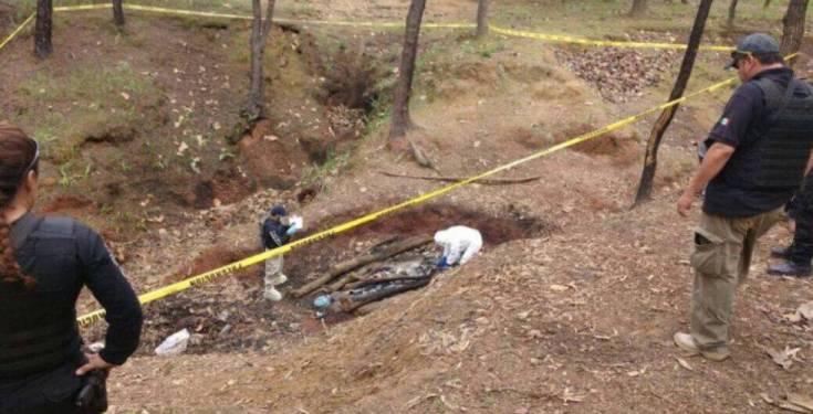 En uno de los campamentos localizaron un punto donde había leña y restos óseos incinerados. Se sabe por los testimonios de los sobrevivientes, que el CJNG se deshacía con fuego de quienes desobedecían o no servían para los trabajos del cártel.