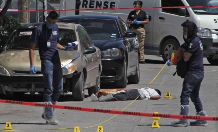 Un cadáver en las calles de Ciudad Juárez, el pasado 20 de abril.