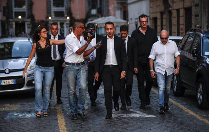 Luigi Di Maio se acerca este viernes al Palacio Chigi en Roma.