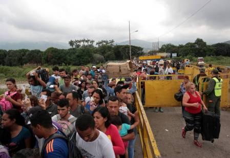 Venezolanos en la frontera con Colombia.