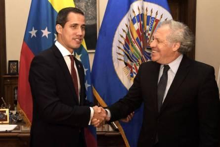El líder opositor venezolano Juan Guaidó, reconocido por más de 50 países como presidente interino de Venezuela, y el secretario general de la OEA, Luis Almagro.