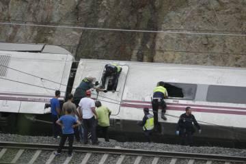 El juez del accidente de Santiago imputa por 80 homicidios a un jefe de Adif