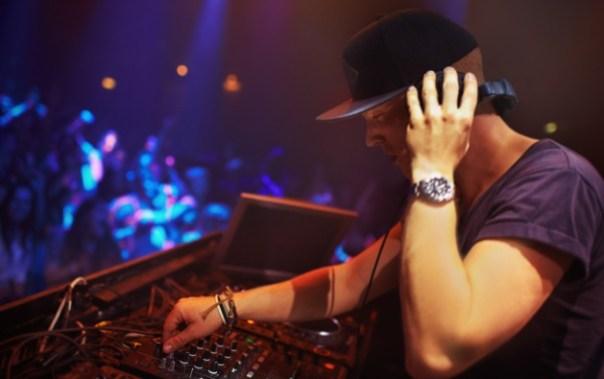 """""""Es tremendo cuando te reclaman una canción pero te piden que esperes, que la pongas cuando vuelvan de fumar"""", dice uno de los DJ"""