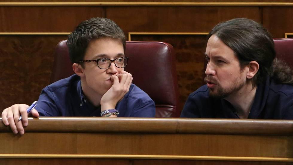 Íñigo Errejón y Pablo Iglesias, en el Congreso. JAIME VILLANUEVA / ATLAS