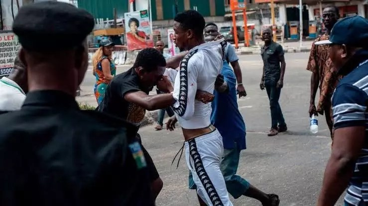 Graphic: A 16-year-old Boy Beats Up Pastor For Caressing His Girlfriend's Bum