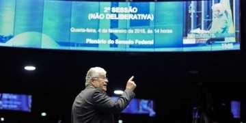 Em discurso, senador Roberto Requião (PMDB-PR). Marcos Oliveira/Agência Senado