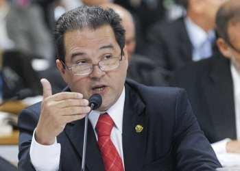 Senador Eduardo Lopes (PRB-RJ) durante reunião da Comissão de Constituição, Justiça e Cidadania (CCJ). Foto: Lia de Paula/Agência Senado