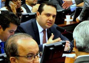 O Dep. Evandro Gussi durante reunião de Comissão na Câmara