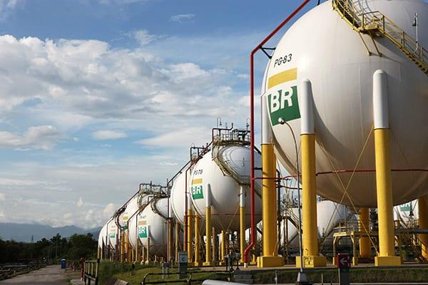 Resultado de imagem para Petrobras deixará de atuar em distribuição e transporte de gás