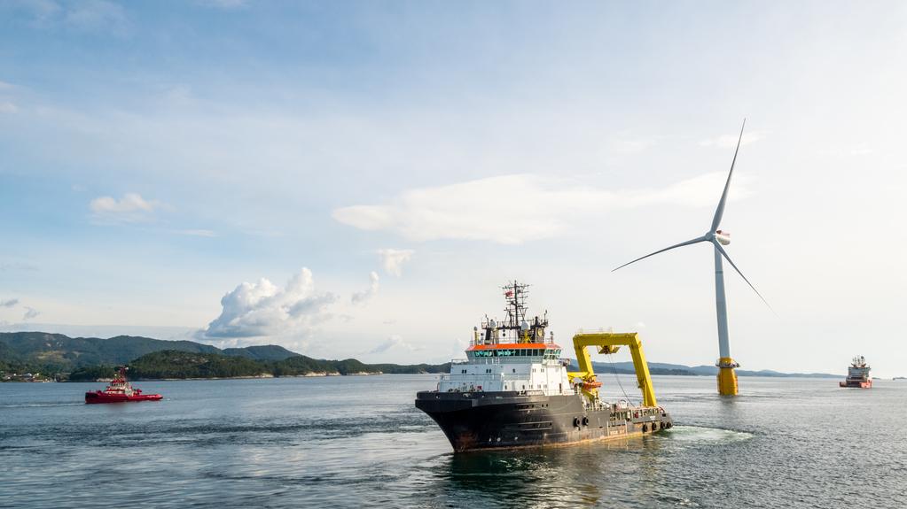 Photo_ Øyvind Gravås - Statoil - Hywind Scotland last turbine sail away from Stord - 1474901