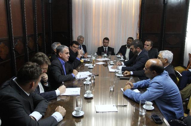 Reunião hoje na Alerj juntou deputados e vereadores de municípios produtores. Foto: Thiago Lontra/Alerj