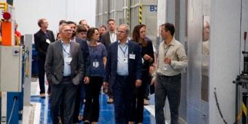 O diretor da ANP Aurélio Amaral e o secretário Adjunto de Petróleo e Gás do MME, João Nora Souto, durante visita na fábrica da Aker Solutions em Curitiba - Foto: Luis Batista/Aker