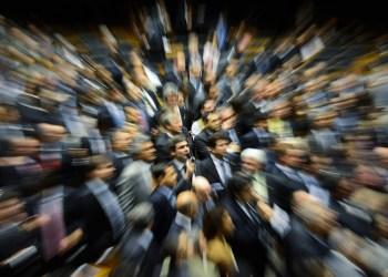 """Senador Lindbergh Farias (PT-RJ) alega ser inconstitucional o requerimento de urgência para exame dos vetos presidenciais ao projeto que redistribui os """"royalties"""" do petróleo. Foto: Cadu Gomes/Agência Senado"""