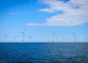 Usina eólica em implantação no mar da Inglaterra: litoral brasileiro também poderia abrigar parques Kapook2981/iStockphoto