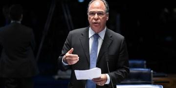 Em pronunciamento, à bancada, senador Fernando Bezerra Coelho (MDB-PE). Foto: Jefferson Rudy/Agência Senado