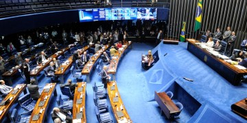 À mesa, presidente do Senado Federal, senador Eunício Oliveira (MDB-CE), conduz sessão.Foto: Jonas Pereira/Agência Senado