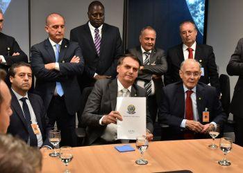 O presidente eleito Jair Bolsonaro durante reunião com a bancada evangélica no gabinete de transição, no Centro Cultural do Banco do Brasil, em Brasília.