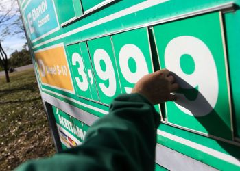 Postos do DF começam a ajustar os preços do diesel com a redução de R$ 0,46. Foto: Marcelo Camargo/Agência Brasil