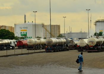 São Paulo - A Replan, refinaria da Petrobras em Paulínia entrou em greve neste domingo. O movimento faz parte da greve nacional dos petroleiros, que é por tempo indeterminado (Rovena Rosa/Agência Brasil)