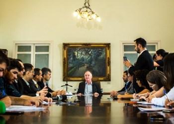 O governador do Espírito Santo, Renato Casagrande, durante entrevista coletiva. Foto: Cortesia governo do Espírito Santo