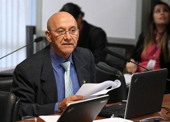 O senador Confúcio Moura (MDB-RO) leu relatório favorável à proposta, que segue para o Plenário. Foto: Jefferson Rudy/Agência Senado