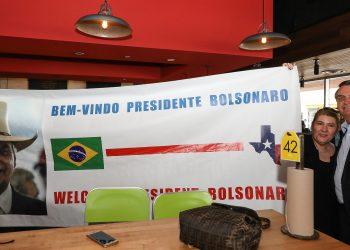 (Dallas - Texas, 15/05/2019) Presidente da República Jair Bolsonaro posa para foto com brasileiros residentes em Dallas.rFoto: Marcos Corrêa/PR