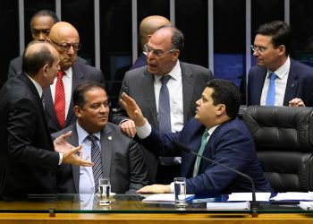Plenário da Câmara dos Deputados durante sessão conjunta do Congresso Nacional destinada à deliberação de 14 vetos (15 a 28/2019); do PLN 5/2019 (LDO 2020) e PLN 18/2019 (Crédito suplementar); do PRN 3/2019 (mudança na tramitação de MPs); e dos PLNS 6, 7 e 8/2019.rrParticipam à mesa:rsenador Esperidião Amin (PP-SC); rsenador Marcelo Castro (MDB-PI); rsenador Eduardo Gomes (MDB-TO);rpresidente do Senado, senador Davi Alcolumbre (DEM-AP); rsenador Fernando Bezerra Coelho (MDB-PE).rrFoto: Roque de Sá/Agência Senado