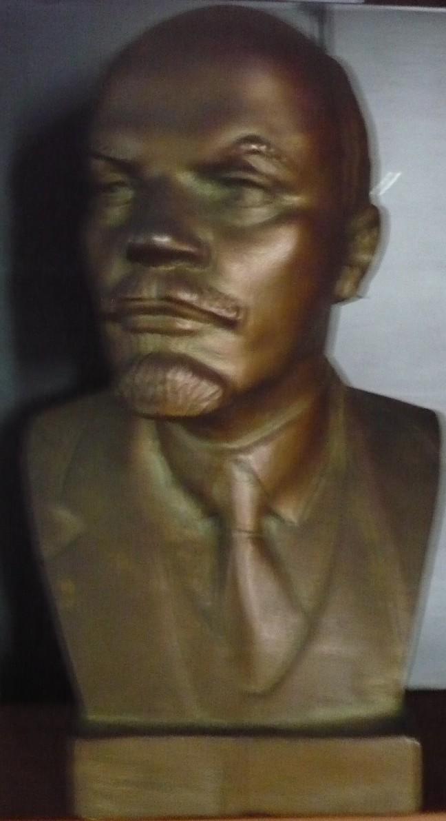 Lenin_busto@2012-05-30T08;38;34