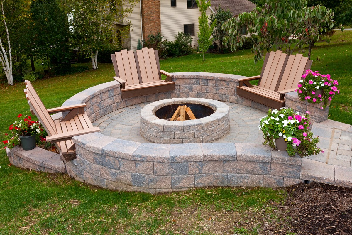 6_708-patio-walls-fire-pit - EP Henry   EP Henry on Patio Block Wall Ideas id=44561
