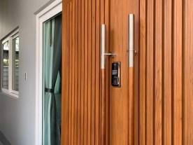 digital door lock บานเลื่อน สำหรับประตูไม้สัก