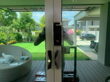 Digital door lock สำหรับประตูบานเลื่อน Alumimuim แบบบานเลื่อนปิดกลาง