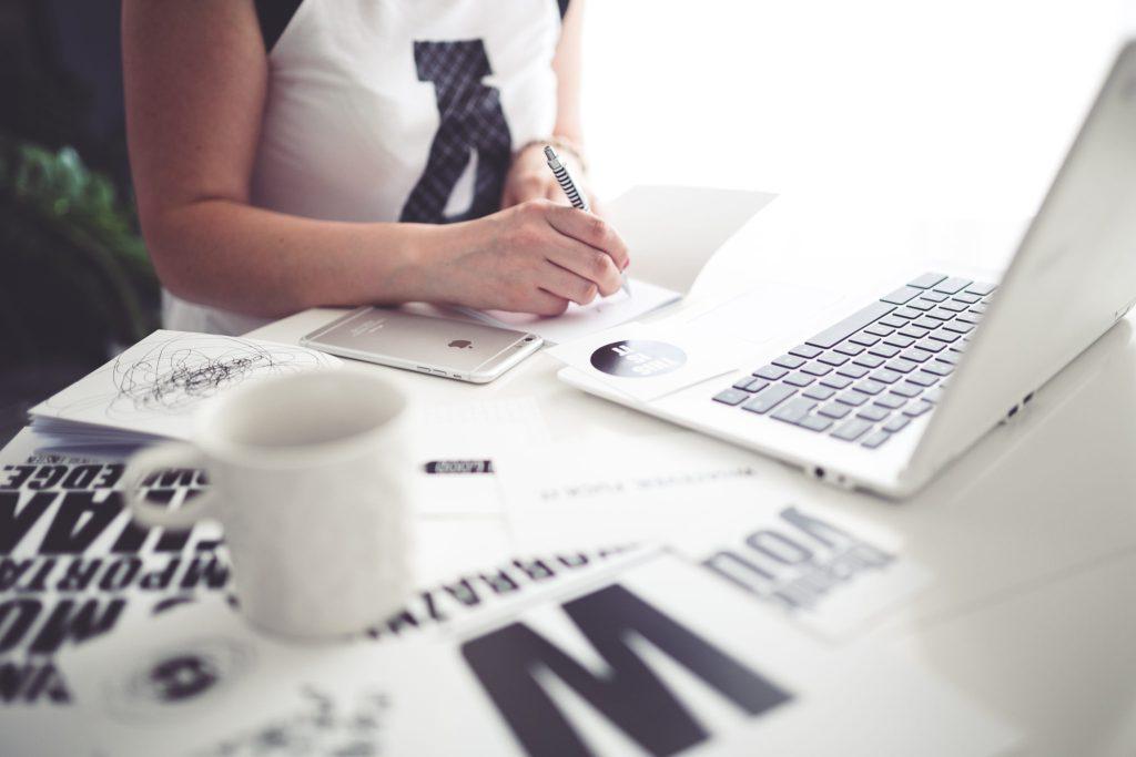 kaboompics-com_office-space-woman-writing