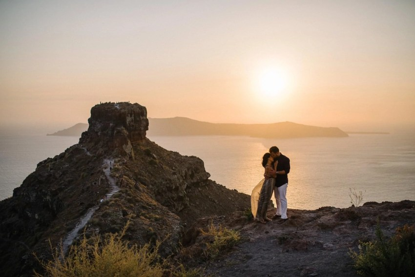 Santorini engagement photographer wedding photography