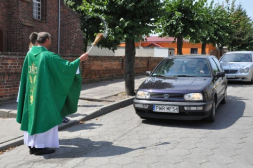 priest tries fundraising the old fashioned way