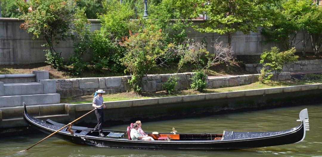 A couple enjoying a cruise with La Gondola.