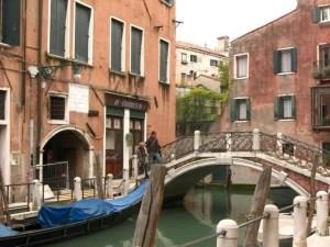 4440300-Ai_Gondolieri_Venice