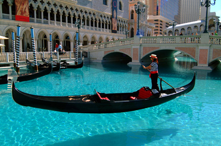 "Gondoliers Unite to Protect Their ""Venetianess"""