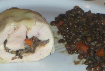 Moelleux de volaille truffé, lentilles cuites à la cocotte au foie gras