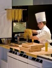 La Trattoria Sporting Monte-Carlo | Comptoir à pâtes | Photo F Ducout | www.epicuriendusud.com