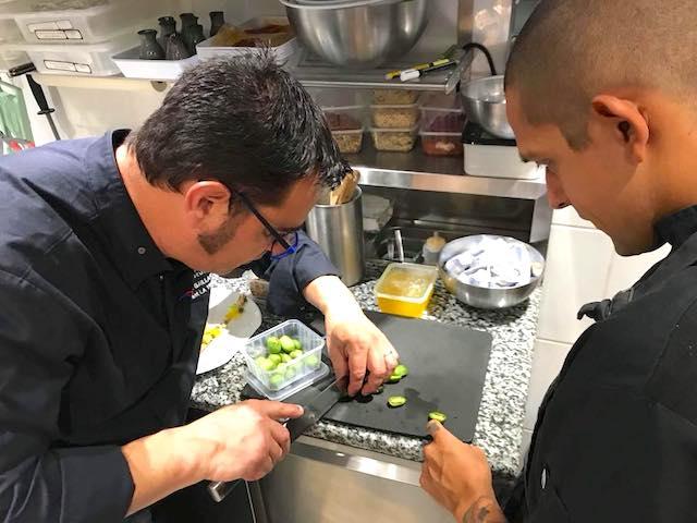 Le Chef Sébastien Gaillard (Restaurant La Truffe à Aups) et Josue Martín Calvo Quirós (Académie Artesanos de la Gastronomia - Costa Rica)