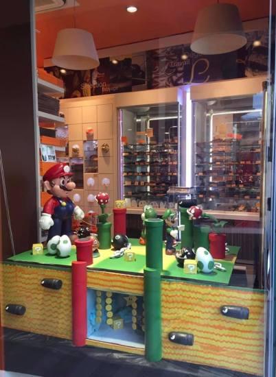LAMIELLE Chocolaterie : une vitrine réalisée sur le thème du célèbre jeu