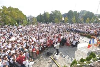 6.000_tineri_ortodocsi_la_sfanta_liturghie_de_la_catedrala_mitropolitana_din_iasi_6