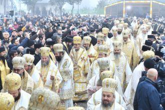Patru-conducători-de-Biserici-Autocefale-au-coliturghisit-în-Bucureşti-VIDEO-6