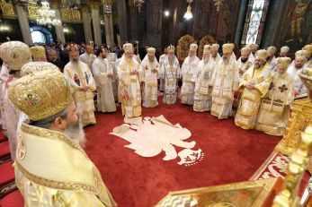 Mai-mulți-ierarhi-s-au-rugat-împreună-cu-Patriarhul-României-la-11-ani-de-la-întronizare-s-2.x71918