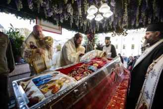 iasi-22-ierarhi-la-sfanta-liturghie-Sf-Parascheva-2.x71918